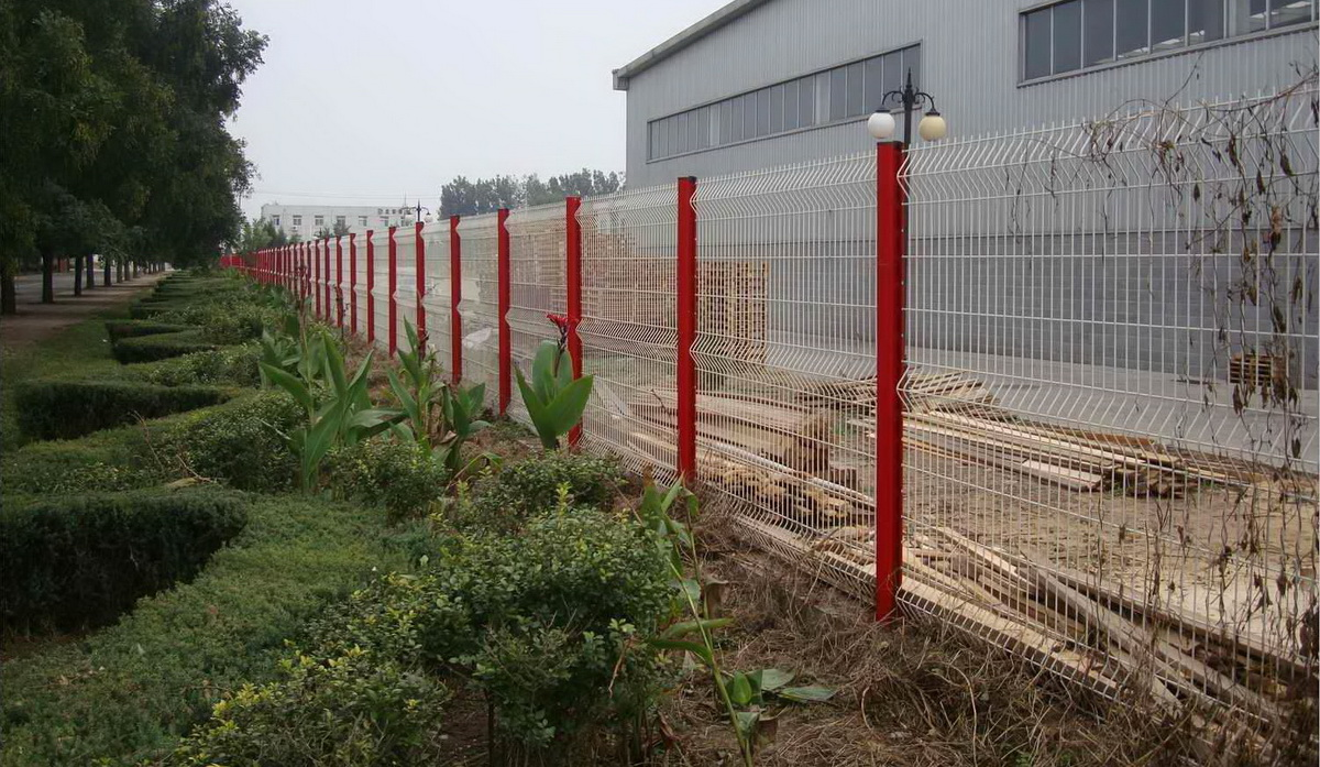安装固定桃型柱护栏网的要点有哪些?【推荐】