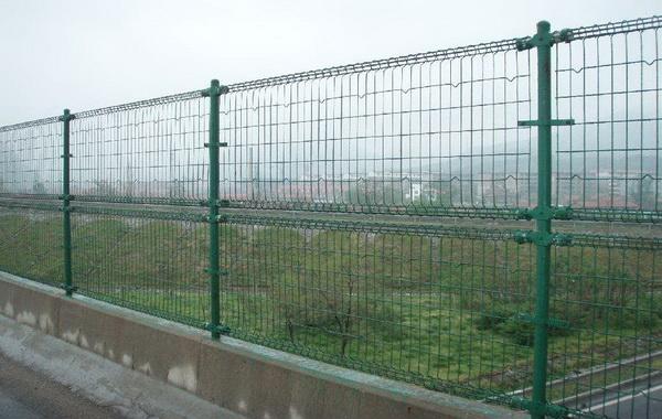 双圈护栏网的型号规格特点用途及表面处理工艺有哪些【推荐】