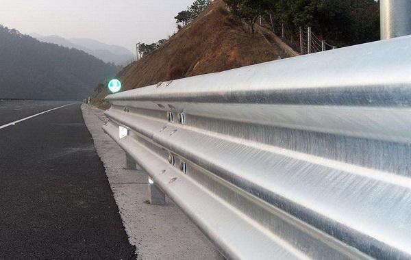 常见的南京波形护栏板种类有哪些?【推荐】