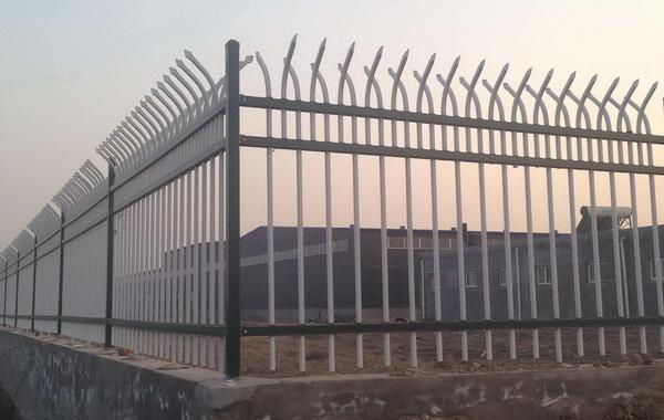 厂区锌钢护栏产品特性的介绍【推荐】