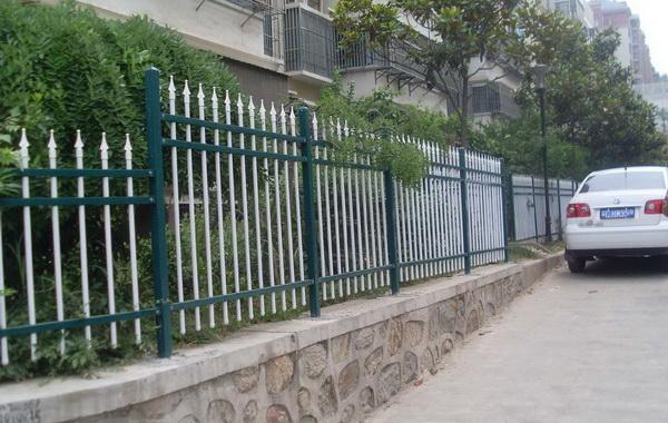 南京小区锌钢护栏安装步骤介绍