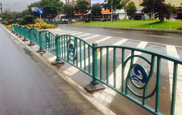 市政道路护栏规划时该考虑什么细节