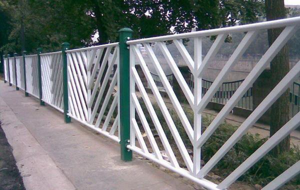 锌钢道路护栏的功能、特点介绍