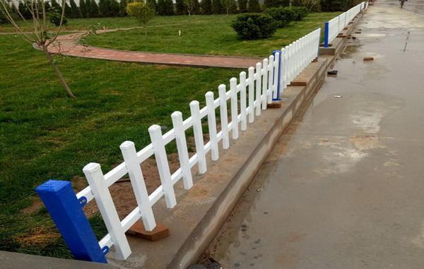 为什么需要大量的安装草坪锌钢护栏【推荐】