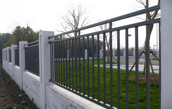 锌钢护栏安装完毕效果展示【推荐】